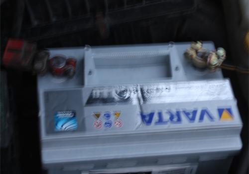 Установка аккумулятора в автомобиль
