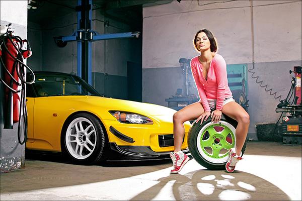 Девушка и Honda S2000