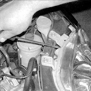 Регулировка положения фары на автомобиле Honda Civic снаружи