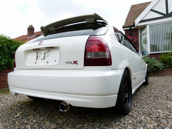 Спортивный прямоточный глушитель на Honda Civic EK9